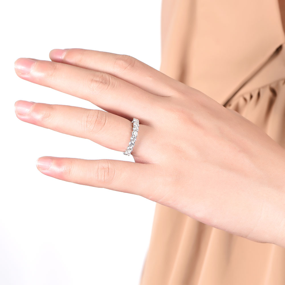 Round Diamond Scalloped Ring