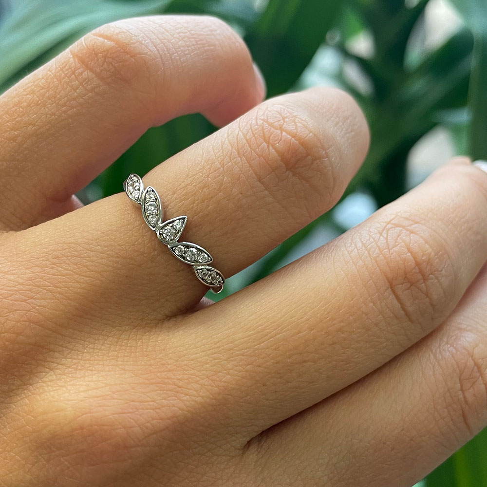 Petal shape wedding ring