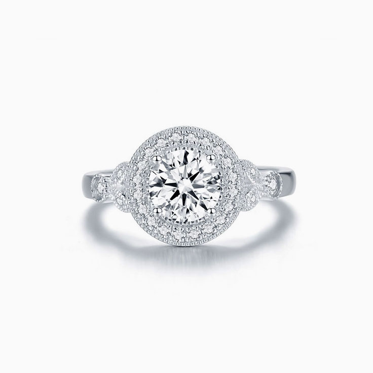 Vintage Engagement Ring with a Round Brilliant Diamond