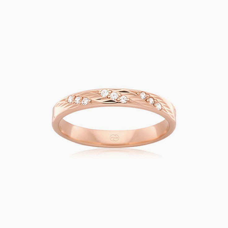 Carved ladies wedding ring F549