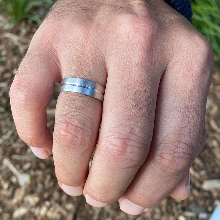 Centre Grooved mens wedding ring B2866